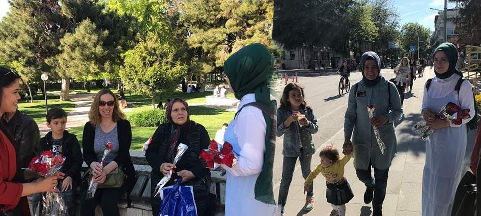 Burdur Ülkü Ocakları anneler gününü kutladı