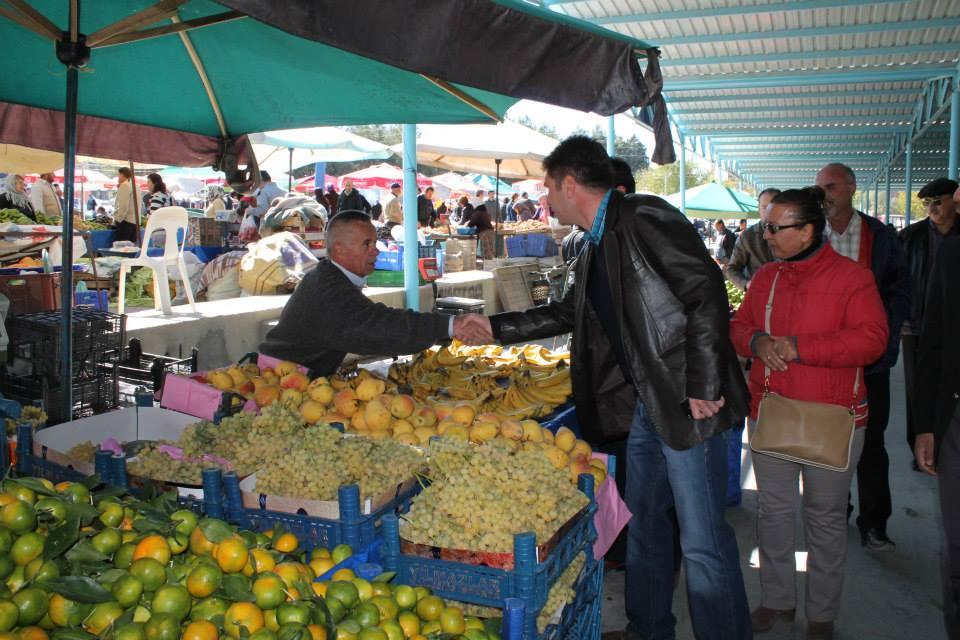 Ali Orkun Ercengiz Semt Pazarı'nda