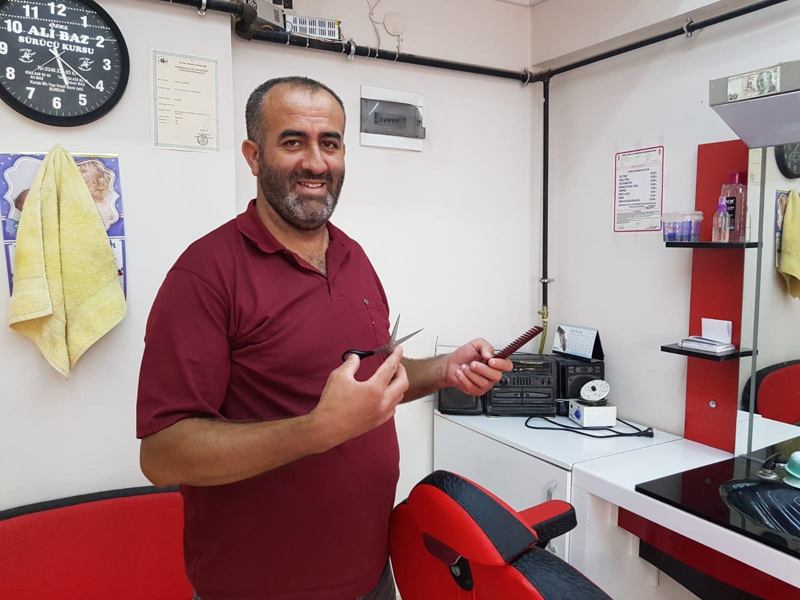 Başarılı operasyon sonrası Berber Ahmet Aldemir daha iyi yürüyor
