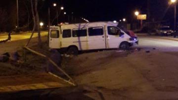 Burdur'da alkollü sürücü refüje çarptı