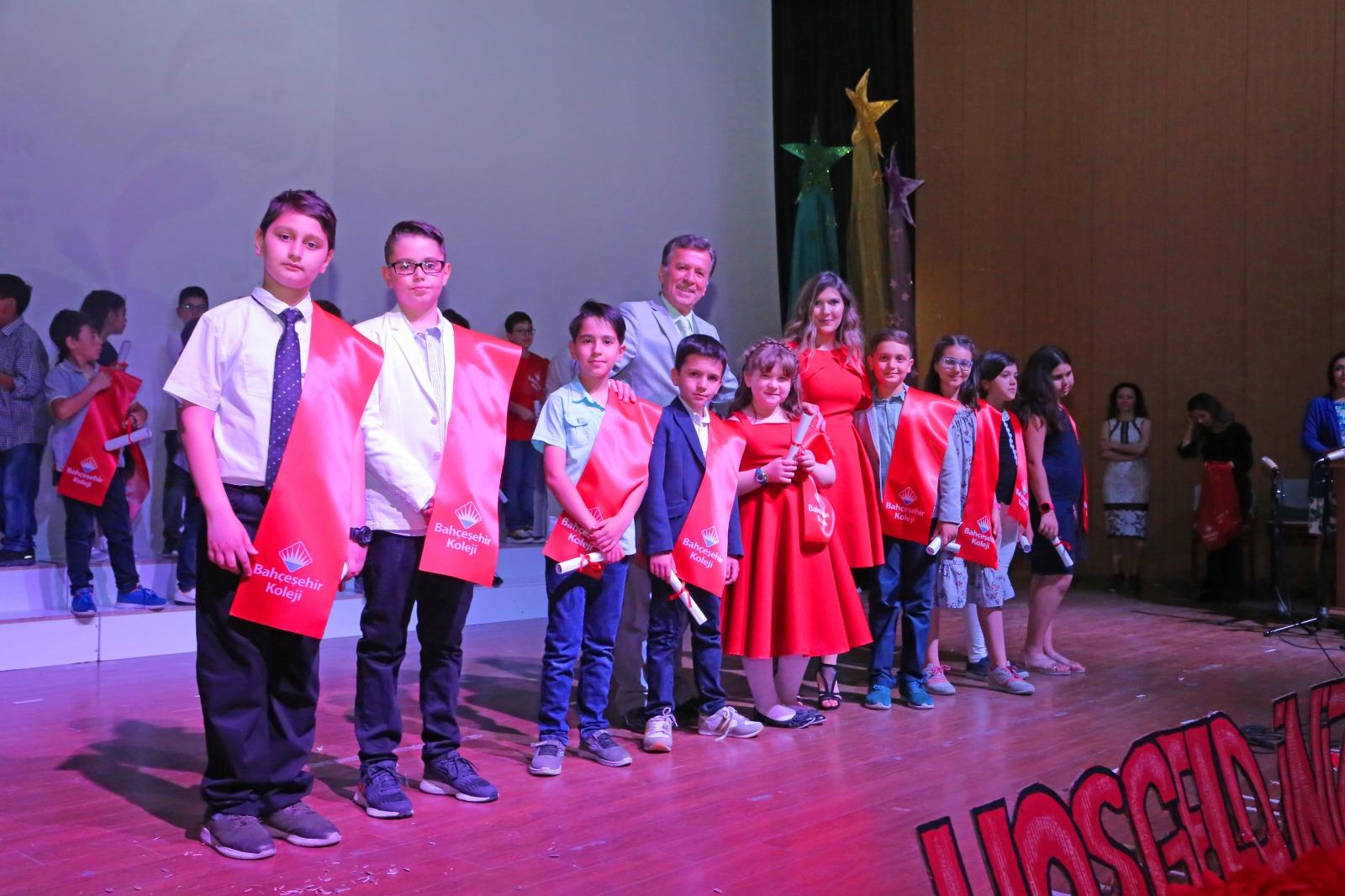 Bahçeşehir Koleji İlkokulu'ndan coşkulu mezuniyet