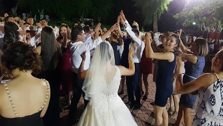 Bahçeşehir Koleji ailesinin coşkulu düğünü