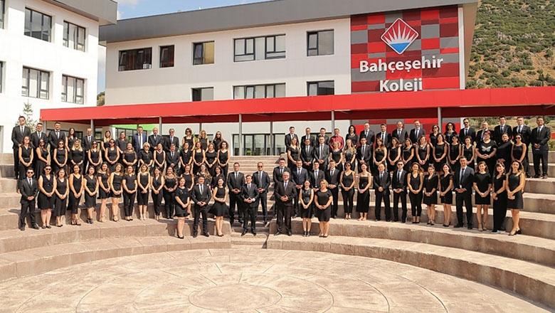 Burdur Bahçeşehir Koleji 5. yıla tam kadro merhaba dedi