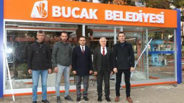 Bucak'ta modern duraklar göz dolduruyor