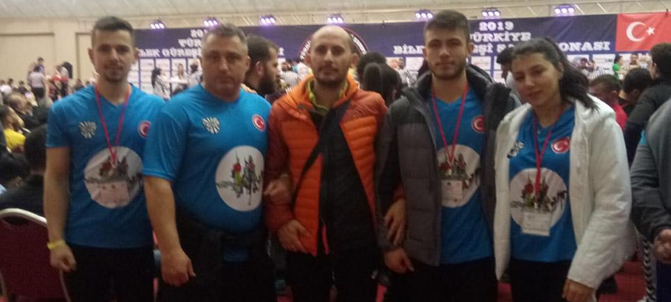 Zorlu bilek güreşi şampiyonasında Burdur'u temsil ettiler