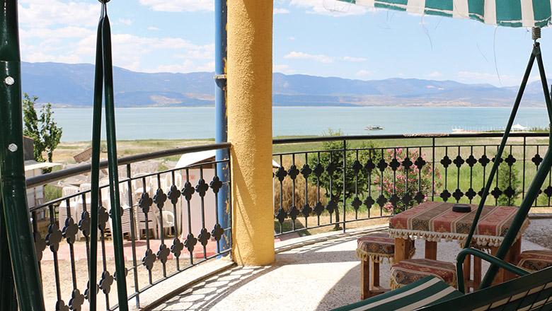 Burdur Gölü manzarasında konaklama keyfi