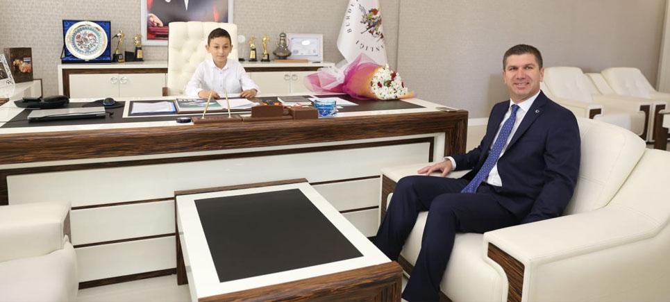 Çocuk Başkan Şimşek, Başkan Ercengiz'i makamında ağırladı