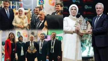 Başkan Ünal ödülünü bizzat Emine Erdoğan'dan aldı