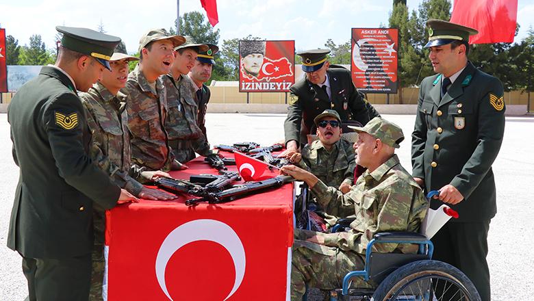 Burdur'da engellilerin bir günlük askerlik sevinci