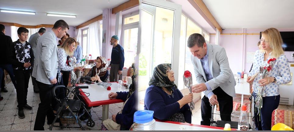 Başkan Ercengiz'den anneler gününde huzurevine ziyaret
