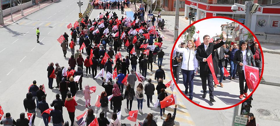 Başkan Ercengiz partilileriyle yürüdü