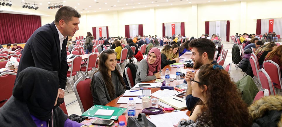 Başkan Ercengiz'den finallere hazırlanan öğrencilere ziyaret