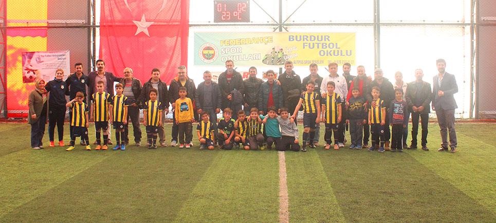 Burdur Fenerbahçe Futbol Okulu topbaşı yaptı