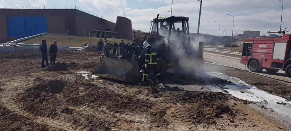 MAKÜ'de İş Makinesi yandı