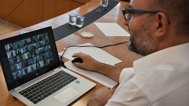 MAKÜ senato toplantısı dijital ortamda