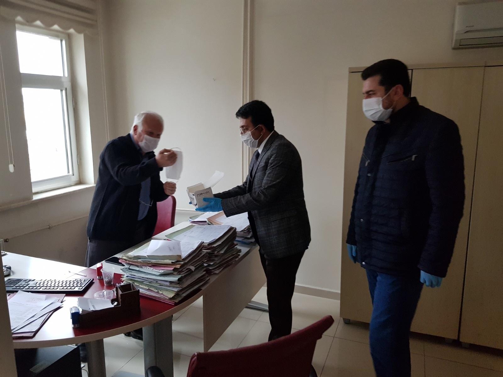Ak Parti'den kamu çalışanlarına ve vatandaşlara maske