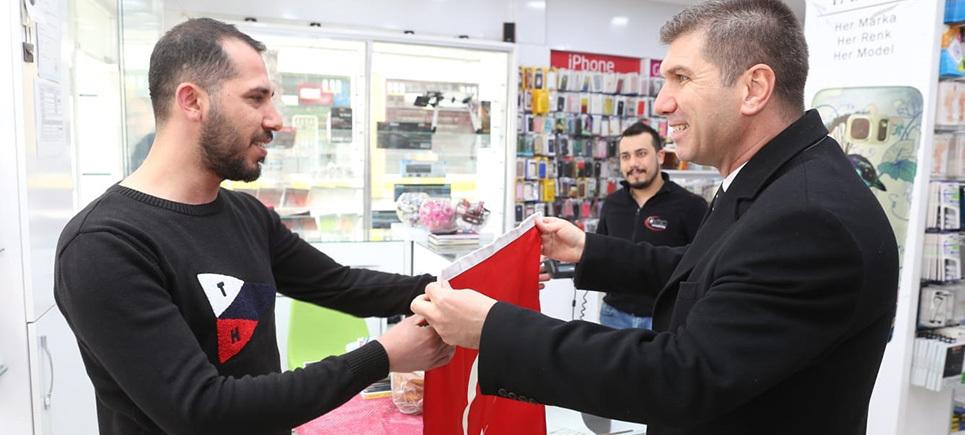 Başkan Ercengiz'den esnaflara 5000 adet Türk Bayrağı
