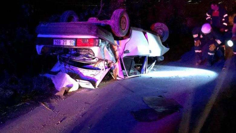 Burdur'da otomobil ağaca çarptı