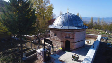 700 yıllık Veli Dede türbesi yok olmaktan kurtarıldı