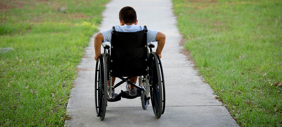 Plastik kapaklar tekerlekli sandalyeye dönüştü