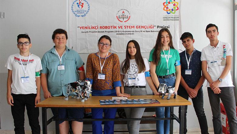 """USO Anadolu Lisesi öğrencilerinden """"robotik gösteri"""""""