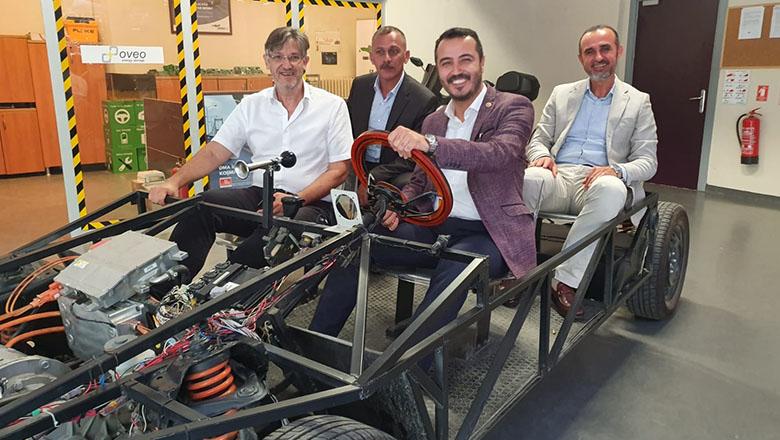 Milletvekili Uğur'dan elektrik otomobil incelemesi